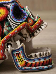 Previous pinner said: Beaded skull Dios de los Muertos (Day of the Dead).ummm, not with a real skull, make one from styrof. Crane, La Danse Macabre, Huichol Art, Art Perle, Exquisite Corpse, Beaded Skull, Arte Popular, Mexican Art, Skull And Bones