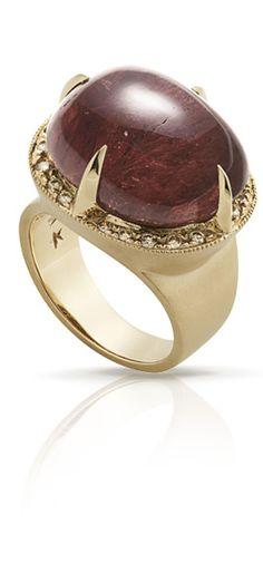Anel de Ouro Amarelo 18K fosco com Turmalina Rosa e diamantes cognac. Polido na parte interna.