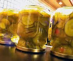 A cukkini nem csak rántva vagy rakva jó! Kaldeneker György, a Lekvárosház alapítója megmutatja, hogyan készítsünk belőle olyan savanyúságot, amivel feldobhatjuk a krumplis tésztát. Videó!
