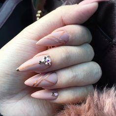 Please follow @kuminailbeautybar  _____________________________________________  #nails #nail #beauty #pretty #girl #girls #stylish #sparkles #styles #gliter #nailart #art #opi  #essie #unhas #preto #branco #rosa #love #shiny #polish #nailpolish #nailswag #anastasiabeverlyhills #vegas_nay #wakeupandmakeup #hudabeauty #acrylic #acrylicnails #instanails