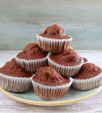 Want to prepare muffins for your kids birthday party? We have the perfect solution, banana and chocolate muffins ! Portugal, Chocolate Banana Muffins, Chocolate Powder, Muffin Tins, Muffin Recipes, Brown Sugar, New Recipes, Bacon, Algarve