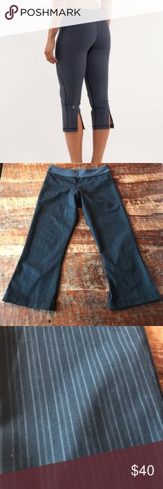 """Lululemon Inkwell Gather and Crow Super cute pinstriped cropped Lululemon pants. In good used condition. 20"""" inseam lululemon athletica Pants"""