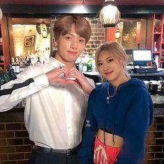 #rosékook #kookrosé #bangpink Kpop Couples, Cute Couples, Iphone Wallpaper Pinterest, Bts Twice, Rose Bonbon, Bts Girl, Blackpink And Bts, Choi Seung Hyun, Park Chaeyoung
