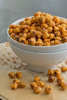 Snack away with no guilt on high protein punch snacks, leaving you tip top condition to take on any gym session! A snack up lesson! Healthy Protein Snacks, Vegan Snacks, Vegan Recipes, Cooking Recipes, Tostadas, Oven Roasted Chickpeas, Snacks Saludables, Vegan Blogs, Gluten Free Vegan