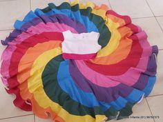 Este vestido é um pedacinho do céu. Nas cores do arco iris, com uma saia super rodada. Pode ser feito em diversas cores, em degradê.... o céu é o limite. Corpo do vestido em piquet, forrado, com decote trabalhado. Sem mangas. Pode ser confeccionado em todos os tamanhos.