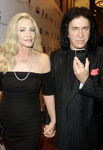 Shannon Tweed (L) and musician Gene Simmons arrive at City of Hope's Music and Entertainment Industry's Spirit of Life Gala in the Diamond Ballroom at the Ritz-Carlton and JW Marriott Hotels on January 2010 in Los Angeles, California. Kiss Images, Kiss Pictures, Shannon Tweed Simmons, Gene Simmons Family Jewels, Famous Pairs, Gene Simmons Kiss, Legendary Pictures, The Emmys, Hot Band