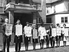 Chicago Tribune: Protestors line the sidewalk in front of an apartment building on the 800 block of Hinman Avenue over alleged racial discrimination practices of the real estate firm that managed the building. Photo taken April 22, 1966, Evanston, Illinois