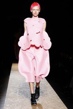 Commes de Garçons modelos convertidas en muñecas de los recortables de papel