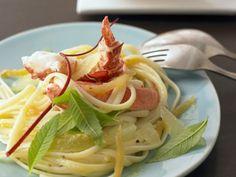 Zitronenpasta mit Hummer ist ein Rezept mit frischen Zutaten aus der Kategorie Hummer. Probieren Sie dieses und weitere Rezepte von EAT SMARTER!