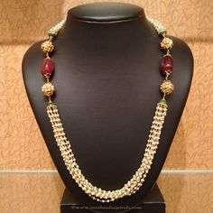 What is the best way to wear your pearl necklace. A pearl necklace is something that looks stunning with the right type of dress. Bead Jewellery, Pearl Jewelry, Gold Jewelry, Beaded Jewelry, Jewelery, Beaded Necklace, Temple Jewellery, Indian Jewelry, Jewelry Sets