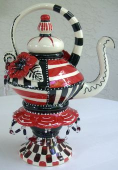 Red, white, and black carnival teapot Ceramic Teapots, Ceramic Clay, Teapots And Cups, Teacups, Teapots Unique, Tea Kettles, Tea Cozy, Pot Sets, Mad Hatter Tea