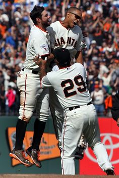 Maxwell's 10th inning walk-off gives #SFGiants a three-game sweep over the Dodgers. http://www.knbr.com/?p=59216
