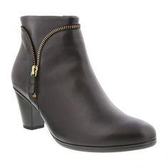 Sort glat skind støvle med lynlås samt guld farvet pynte lynlås. Mørk gummisål og microfiber foer. Hælhøjde 5,5 cm. Skaftelængde 12 cm.