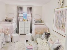 These Might Be the Most Beautiful Dorm Rooms We've Ever Seen Dorm Room Designer Dawn Thomas Shares Decorating Tips and Ideas Teen Vogue, Ole Miss Dorm Rooms, Cool Dorm Rooms, Pink Dorm Rooms, Dorm Design, Dorm Room Designs, Interior Design, Sorority House Rooms, Apartment Furniture