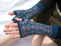 Vanamo mitts by vale_puella, via Flickr Free pattern