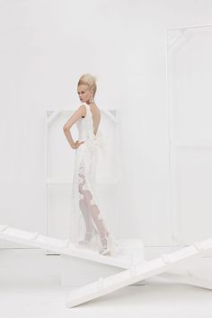 Collezione Vision 2014 - Elisabetta Polignano: abito da sposa bianco in pizzo #wedding #weddingdress #weddinggown #abitodasposa