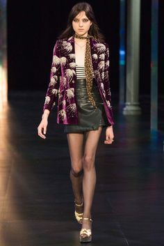 Saint Laurent Spring 2015 Ready-to-Wear Collection - Vogue # Casual Outfits primavera saint laurent Saint Laurent Spring 2015 Ready-to-Wear Fashion Show Fashion Week, Runway Fashion, High Fashion, Fashion Show, Fashion Design, Fashion Trends, Style Parisienne, Style Haute Couture, Skinny Scarves