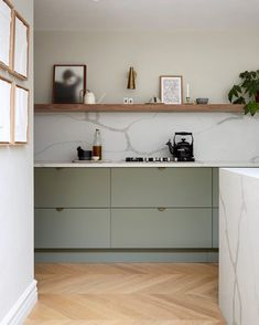 Top Interior Trends For 2020 — MELANIE LISSACK INTERIORS Farrow and Ball's 'Treron' ooks stunning in this kitchen owned and designed by Rebecca Wakefield, the Creative Director at Studio Fortnum interior design. Interior Desing, Diy Interior, Kitchen Interior, New Kitchen, Kitchen Ideas, Kitchen Trends, Open Shelf Kitchen, One Wall Kitchen, Ikea Kitchen Cabinets