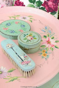 Vintage Home - Beautiful 1930s Floral Painted Pink Tray.