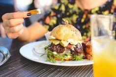 Summer juicy beef burger - FoodiesFeed