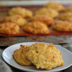 Cheddar Drop Biscuits - Easy and delicious low carb, gluten-free biscuit recipe made with Cheddar cheese and sour cream. Perfect with soup, or as a breakfast biscuit. They even make great sandwiches. Total NET CARBS = 4 g. Banting Recipes, Gluten Free Recipes, Low Carb Recipes, Cooking Recipes, Diet Recipes, Banting Diet, Recipies, Healthy Recipes, Simple Recipes