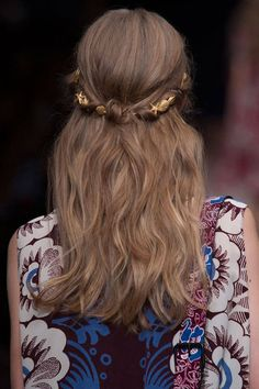 Five Chic hair Accessories to Try Now-HAIR ACCESSORIES FROM THE RUNWAY - Harper's BAZAAR