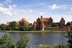Castelo de Malbork, Polônia.Listado como Patrimônio da Humanidade em 1997, O Castelo de Malbork foi fundado na Prússia, em 1274 pela Ordem Teutônica. Hoje, este belo complexo gótico de tijolos pode ser visitado fazendo uma viagem curta, a 60 minutos de Gdansk, na Polônia.