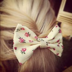 Little White Floral Bow!  Fab or Drab!? Also would it cost u to follow me am new so ya but i will follow bck :) in return and i bet u have amazing pins :)