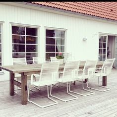Egensnickrat bord med stolar från ikea - See this BestofInsta photo by Outdoor Rooms, Outdoor Tables, Outdoor Gardens, Outdoor Living, Outdoor Decor, Balcony Furniture, Garden Furniture, Outdoor Furniture Sets, Off Grid House