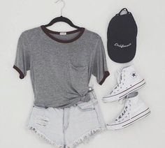 Jean shorts tee-shirt converse and baseball cap