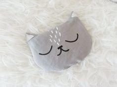 Apprenez à coudre de beaux coussins en forme de chat dans ce tutoriel. En plus, ils peuvent être chauds ou froids, selon votre préférence.