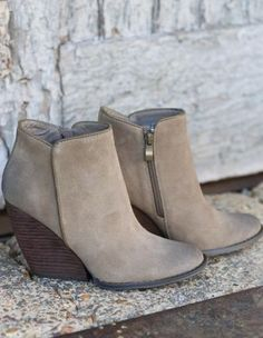 Stitch Fix Stylist: Love boots like these :D Zippers are always great Trend Fashion, Fashion Shoes, Autumn Fashion, Cute Shoes, Me Too Shoes, Nude Boots, Neutral Boots, Black Wedge Boots, Stitch Fix Fall