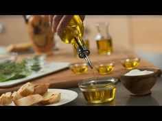 This Woman Showed That You Can Do Almost Everything With Olive Oil -       There is good reason why people call olive oil liquid gold . We will not talk about all its health benefits, because you heard enough about them and more than enough. But it still has a bit of aces up its sleeve, which is very likely you did not know. Probably you have one bottle of olive...