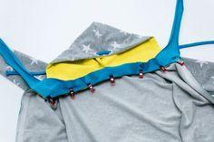 Kostenloses Schnittmuster: Sweatjacke für Kinder nähen | Snaply-Magazin Baby Sewing, Hoodies, Sweatshirts, Free Pattern, Fabric, Sweaters, Jackets, Bags, Fashion