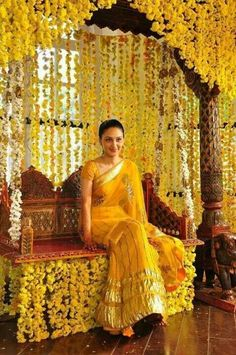 Looking to get a Haldi Ceremony Photoshoot? Must Try Haldi Ceremony quirky & fun ideas to be capture with your loved one. Desi Wedding Decor, Wedding Mandap, Wedding Stage Decorations, Dress Wedding, Wedding Flowers, Wedding Bridesmaids, Wedding Ceremony, Marriage Decoration, Outdoor Decorations