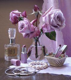 Or lilac. Purple Love, All Things Purple, Purple Lilac, Shades Of Purple, Purple Flowers, Light Purple, Rose Flowers, Lavender Cottage, Rose Cottage