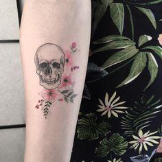 """1,424 Beğenme, 9 Yorum - Instagram'da Tattoo Maker (@cansuolga): """"v i n t a g e •   #drawing #skull #picture #floral #sketch #sketchbook #minimal #pen…"""""""