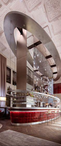 So sieht es aus, wenn Sir Richard Branson sich anschickt, die Hotellerie zu revolutionieren. Mehr Infos hier: http://www.travelbook.de/welt/Multimillionaer-sorgt-wieder-fuer-ueberraschungen-Wie-Richard-Branson-das-Hotel-neu-erfindet-601375.html