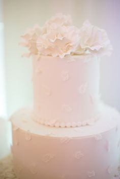 If you like this photo and want the same for your events or weddings contact CTH Events Paris - Wedding In France. Wedding Cake Decorations, Wedding Cakes With Flowers, Beautiful Wedding Cakes, Perfect Wedding, Paris Wedding, Wedding Dinner, Luxury Wedding, Paris Destination, Destination Wedding Planner