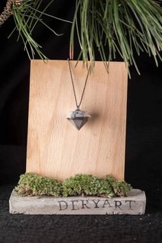 It's handmade concrete necklace painted with silver. Diy Schmuck, Schmuck Design, Jewelry Gifts, Jewelery, Unique Jewelry, Arrow Necklace, Pendant Necklace, Cement, Etsy Shop