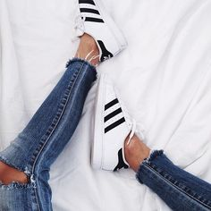 l-e-a-b-o: ✚ ✚ ✚ via @andicsinger on Instagram... - KLOII More Shoes, Instagram, Adidas Fashion, Ripped Denim, Fashion Clothing, Casual Chic, Adidas Superstar, Closet, Kicks Lana has these shoes. Adidas Superstars and ripped denim. We love this pairing for the weekend. What a blast from the 90s!!!!!!!! l-e-a-b-o: ✚ ✚ ✚ via @andicsinger on Instagram... - KLOII