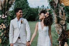 Casamento boho em tarde agradável e cheia de amor na Bahia – Lore Hairdo Wedding, Wedding Pics, Wedding Ceremony, Wedding Hairstyles, Cool Hairstyles, Wedding Day, Wedding Dresses, Natural Hair Wedding, Curly Hair Styles