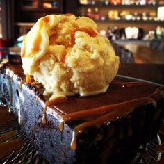 Brownie Tart with a scoop of Vanilla Ice Cream Vanilla Ice Cream, Tarts, Brownies, Pie, Sweet, Desserts, Food, Mince Pies, Cake Brownies