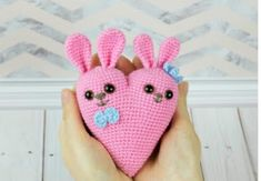Are you looking for free cute amigurumi bunny pattern? Crochet with Amigurumi Today! Here you can discover lots of amigurumi bunny ideas and crochet bunny patterns suited to every fancy! Crochet Bunny Pattern, Crochet Animal Patterns, Stuffed Animal Patterns, Love Crochet, Crochet Patterns Amigurumi, Crochet Toys, Cat Crochet, Amigurumi Free, Amigurumi Minta