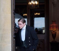 """""""William had great affection for the front doors of Downton Abbey..."""" #downtonabbey #tb #march2010 #behindthescenes #bts #series1 #downtonabbeyseason1 #thomashowes #williammason #blesshim ... photo cred: HB.."""