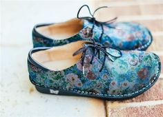 """Alegria Shoes Bree """"Multi Dot Floral"""" from Alegria Shoe Shop - now on Closeout! Cute Shoes, Me Too Shoes, Alegria Shoes, Wide Feet, Shoe Shop, Comfortable Shoes, Shoe Boots, Dots, Lace Up"""