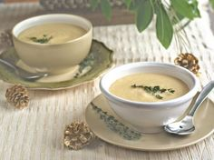 Restaurant-Worthy Creamy Potato-Leek Soup: this soup is so elegant and impressive, yet easy to make--and SO yummy! #soup #recipe #vegan | rickiheller.com