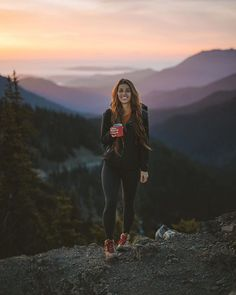 My first mountain summit, a half decade or so ago, I wore a pair of old tenn… On my first mountain peak about half a decade ago I wore a pair of old tennis shoes, running shorts and a tank top – I did not even … 70s Outfits, Outfits Mujer, Cute Outfits, Cute Hiking Outfit, Summer Hiking Outfit, Hiking Boots Outfit, Trekking Outfit, Ourfit, Outdoor Style