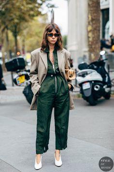 Paris SS 2019 Street Style: Natasha Goldenberg - Style Inspiration - Still High Street Fashion, Fashion Mode, Street Chic, Fashion Outfits, Fashion Trends, Style Fashion, Paris Street, Street Mall, Mens Fashion