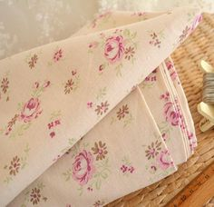 Vintage Shabby Chic Cottage ROSES DAISY FLOWERS Linen Cotton Fabric 50x45cm